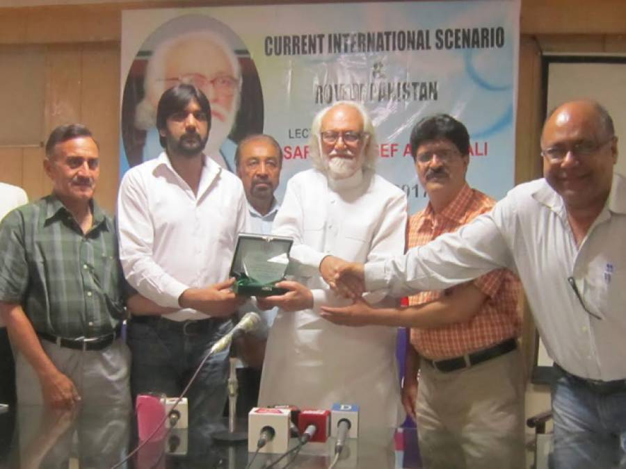 روس کے خلاف جہاد میں حصہ اور امریکہ کی معاونت کا فیصلہ پاکستان کی غلطی تھا ،بھارت پاکستان کو عالمی سطح پر تنہا کرنے کی کوشش کر رہا ہے:سردار آصف احمد علی