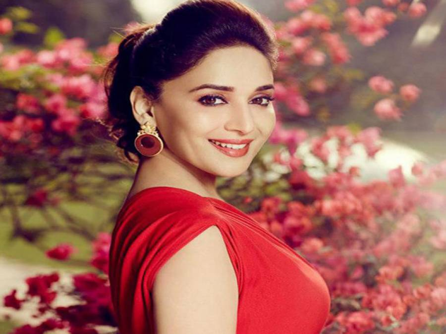 خوبرو اداکارہ مادھوری ڈکشٹ نے زندگی کی 49 بہاریں دیکھ لیں