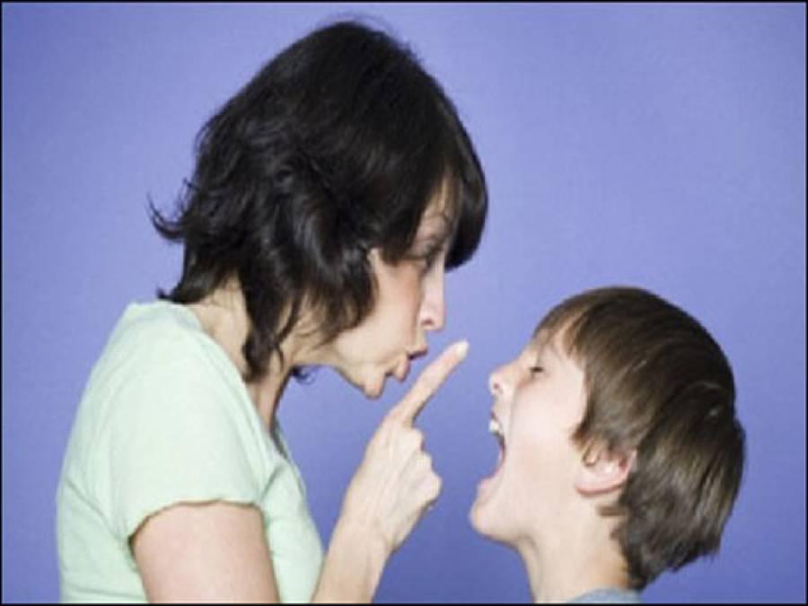 جن افراد کو بچپن میں والدین ڈانٹتے ہیں وہ بعد میں سگریٹ نوشی اور دیگر نشہ کرنے لگتے ہیں:ماہرین نفسیات