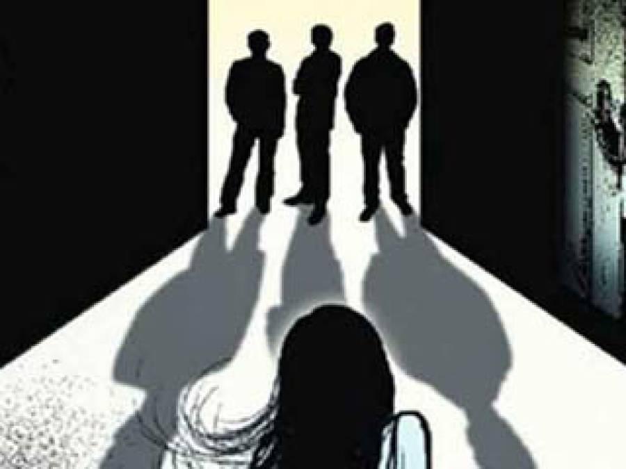 اے ایس آئی کی دوستوں کے ساتھ سابقہ بیوی سے اجتماعی زیادتی ، ویڈیو بنا کر انٹرنیٹ پر اپ لوڈ کر دی