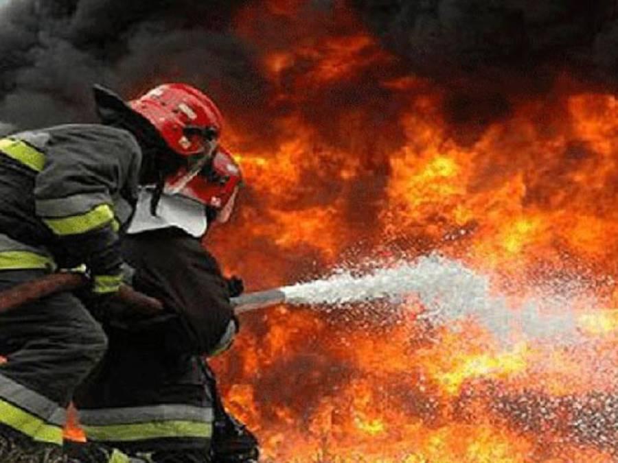 دیپالپور روڈ پر واقع تمباکو کمپنی میں آگ لگنے سے ایک کروڑ روپے سے زائد مالیت کا تمباکو جل کر خاکستر،پولیس نے تحقیقات شروع کردیں