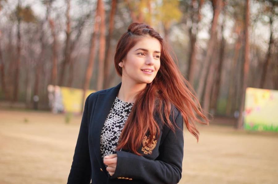 معروف گلوکارہ مومنہ مستحسن جوانی میں ہی سنگین بیماری کا شکار ہوگئیں ،مداحوں کیلئے تشویشناک خبرآگئی