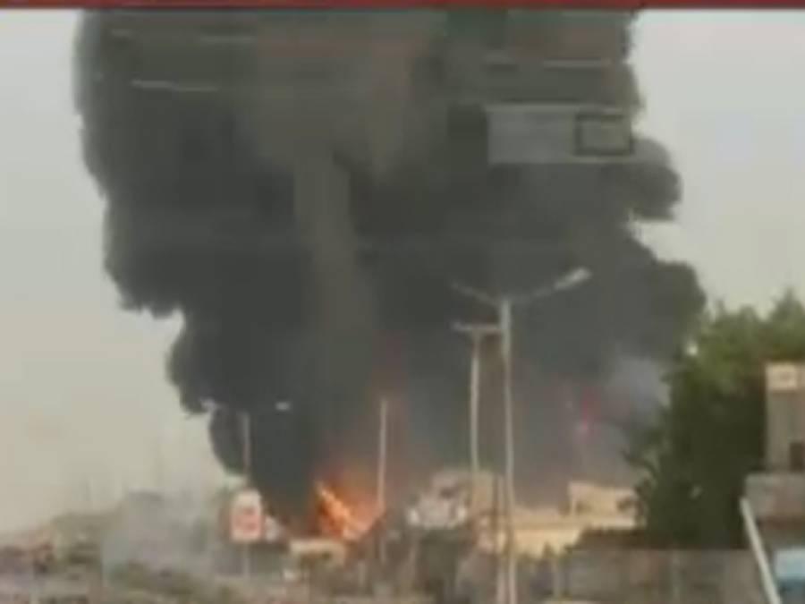 ملتان موبل آئل فیکٹری میں لگی آگ پر9گھنٹے بعد قابو ، کروڑوں کا مال خاکستر، ہزاروں ڈرم، 3کنٹیرز مکمل جل گئے،3گھر بھی متاثر