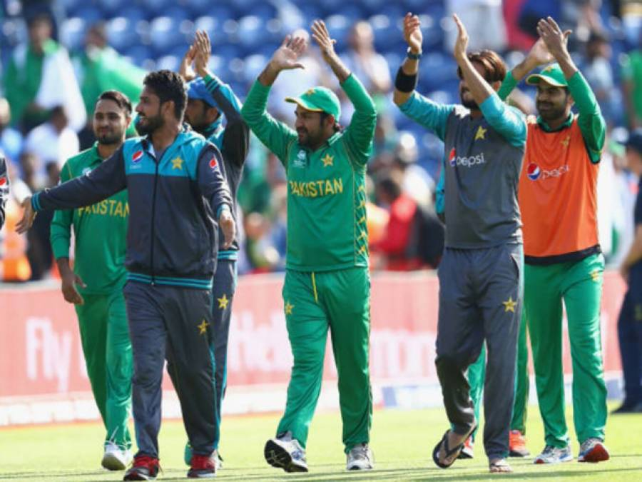 پاکستان نے انگلش ٹیم کو انگلینڈ کی سر زمین پر چاروں شانے چت کر دیا, قومی ٹیم فائنل میں پہنچ گئی ،ملک بھر میں جشن