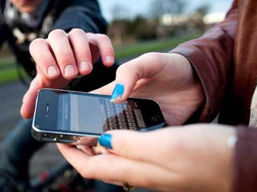 5 افراد نے موبائل چوری کے شبہ میں نوجوان کو برہنہ کر کے تشدد کا نشانہ بنا دیا