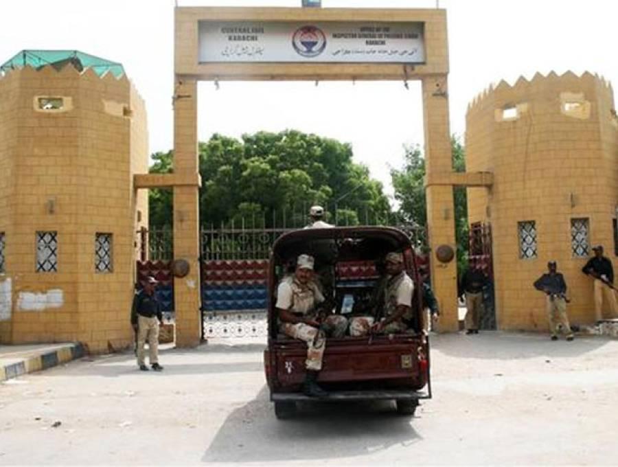 سینٹرل جیل کراچی میں رینجرز آپریشن ، بیرکوں سے 33لاکھ روپے برآمد
