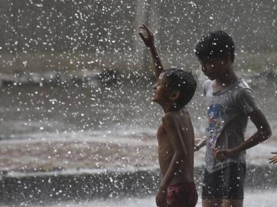 شدید آندھی اور تیز بارش سے ڈیرہ اسماعیل خان کا موسم خوشگوار