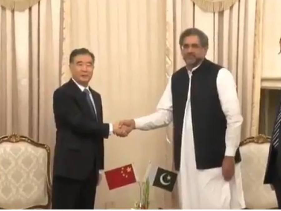 چین کے نائب وزیر اعظم کی وزیر اعظم ہاﺅس آمد،وزیراعظم شاہد خاقان عباسی نے استقبال کیا