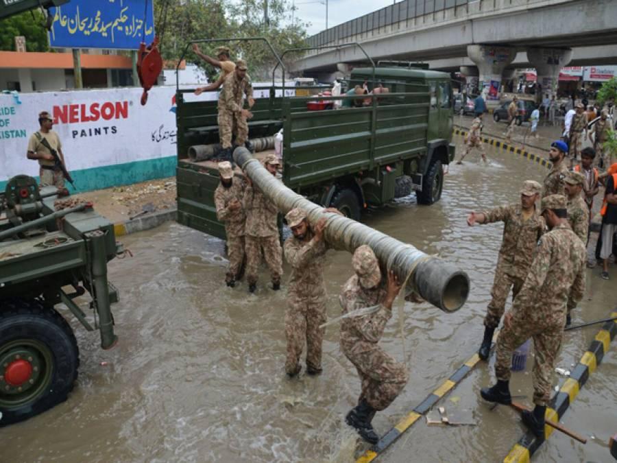پاک فوج اور پاکستان رینجرز سندھ کی 15ٹیمیں کراچی شہر سے بارش کے پانی کی نکاسی کے لئے امدادی کاررائیاں جاری رکھے ہوئے ہیں: آئی ایس پی آر
