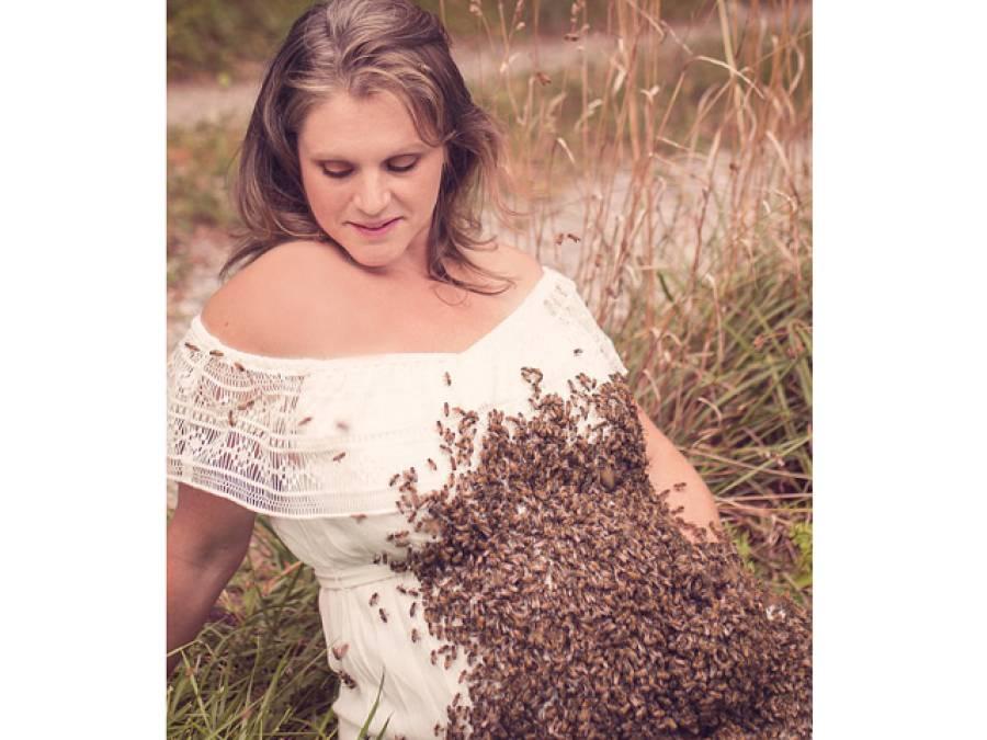اس حاملہ خاتون نے جان بوجھ کر ہزاروں شہد کی مکھیاں اپنے پیٹ پر کیوں بٹھا رکھی ہیں؟ وجہ جان کر آپ کا بھی سانس اٹک کر رہ جائے گا