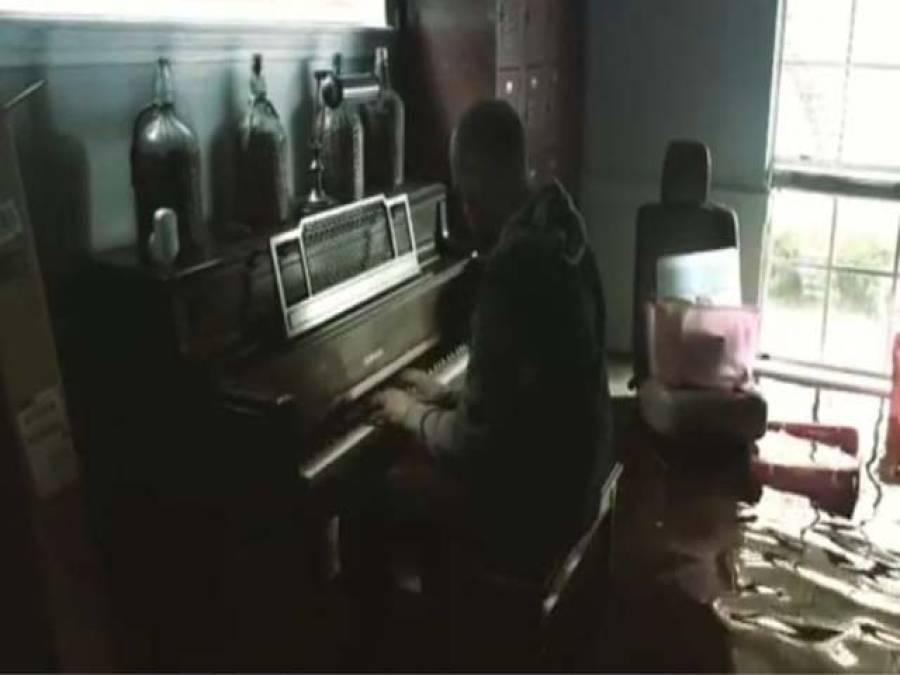 سمندری طوفان ہاروی ،امریکی شہری ڈوبتے گھر کے افسوس میں پیانو بجاتا رہا ،ویڈیو انسٹاگرام پر شیئر کردی