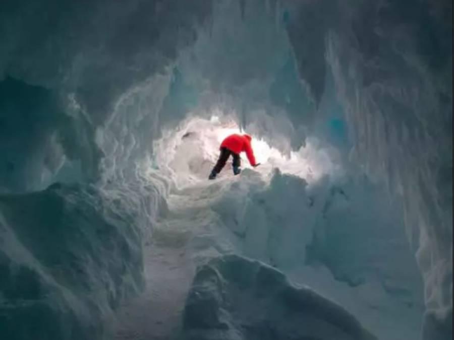 برف کے پہاڑ کے نیچے سائنسدانوں کو چھپی ہوئی ایسی گرم چیز مل گئی کہ ہر کوئی قدرت کے کمال پر دنگ رہ گیا