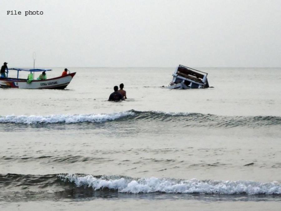 کراچی، سمندر میں ڈوبنے والے11افراد کی نماز جنازہ اد ا کردی گئی،شہریوں کی بڑی تعداد کے علاوہ سیاسی و سماجی شخصیات کی شرکت