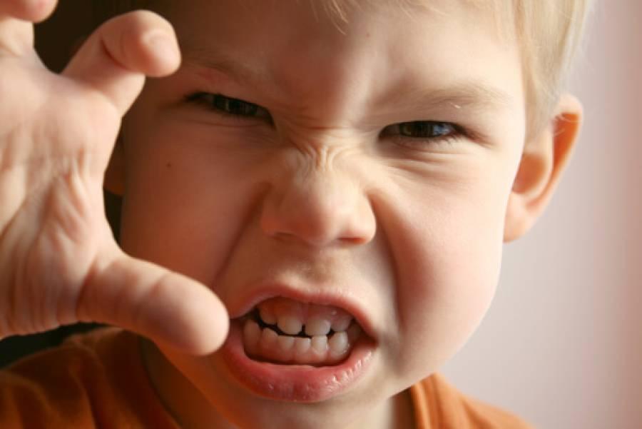 گستاخ اور بد اخلاق بچوں کے پریشان حال والدین کے لئے روحانی نسخہ