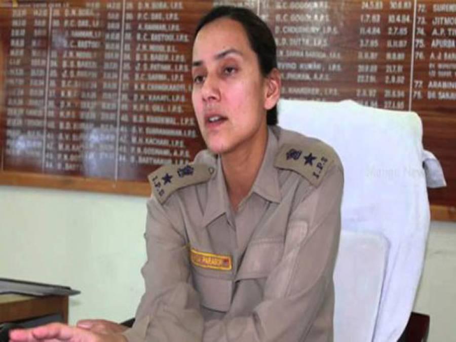 بھارت،16باغیوں کومارنے والی عورت کے لئے ''آئرن لیڈی ''کا خطاب