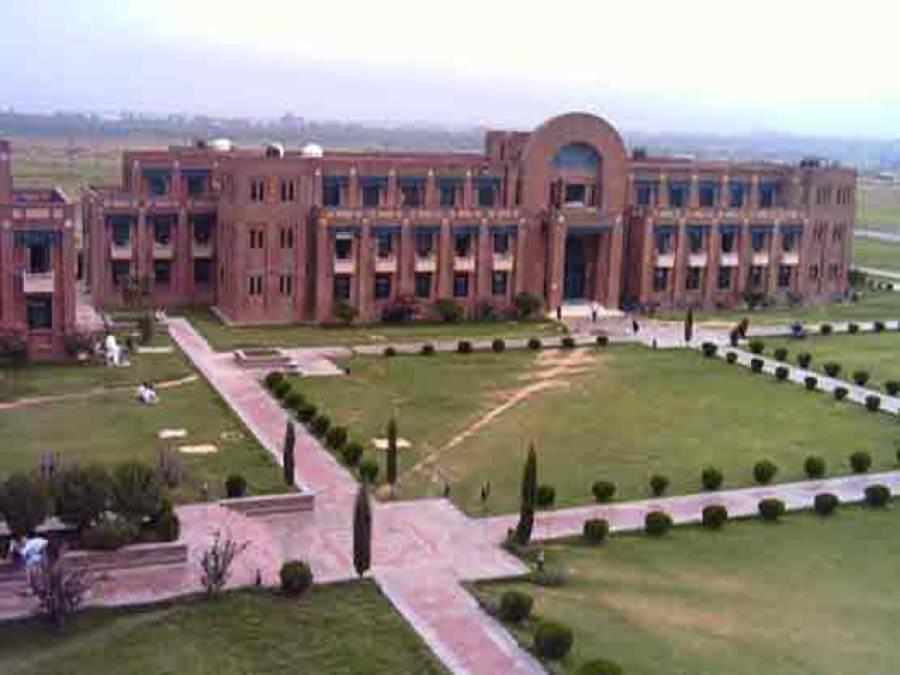 اسلام آباد،قائداعظم یونیورسٹی میں حالات بدستور کشیدہ،جامعہ مزید ایک روز کیلئے بند