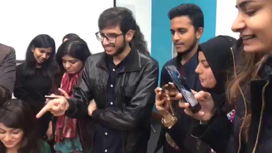 لندن کی (SOAS ) یونیورسٹی آف لندن میں پاکستان سوسائٹی کی طرف سے میٹ اینڈ گریٹ پارٹی کا اہتمام کیا گیا ہے۔ ڈیلی پاکستان کا لائیور۔ SOAS سے