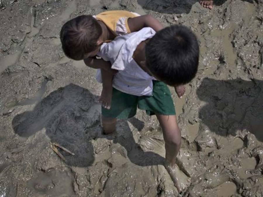 دو ہفتوں سے اپنی بہن کو کندھوں پر اٹھا کر چلنے والا روہنگیا بچہ بنگلہ دیش پہنچ گیا، داستان سن کر سب کی آنکھیں بھر آئیں