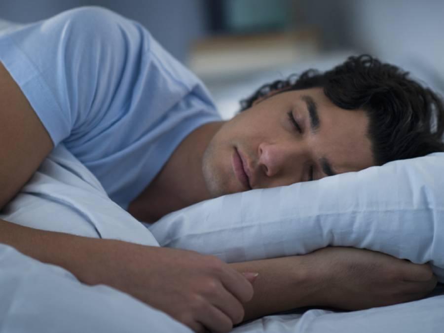 جن لوگوں کو نیند میں بولنے کی عادت ہو، وہ تمام لوگ نیند میں یہ ایک لفظ سب سے زیادہ بولتے ہیں، جدید تحقیق میں سائنسدانوں کا انکشاف، کونسا لفظ ہے؟ جان کر آپ کو بھی بے حد حیرت ہوگی