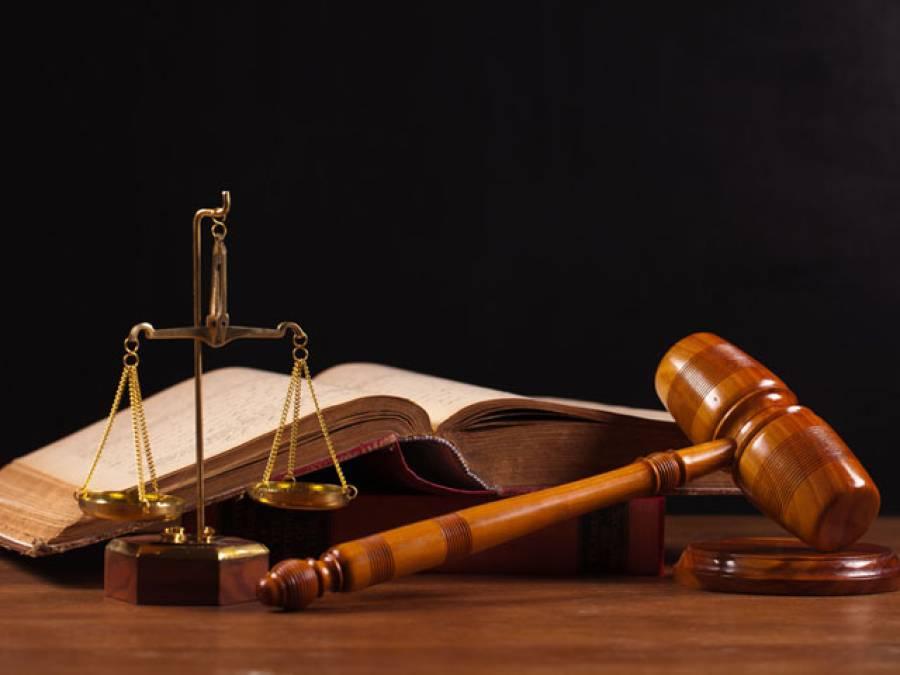 فیروز والا کچہری میں وکلا نے عدالتوں کو تالے لگا دئیے، وکلا گردی کے باعث ججز نے عدلتیں شیخوپورہ میں منتقل کر لیں