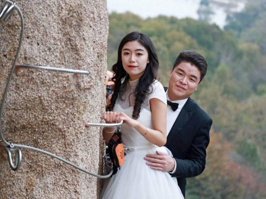چینی دولہا دلہن نے ایسی جگہ سے لٹکے لٹکے شادی رچالی کہ کوئی انسان سوچ بھی نہ سکتا تھا، نئی تاریخ رقم کردی