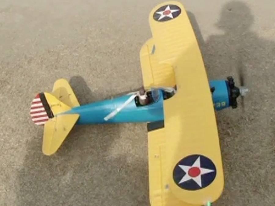 انجینئرنگ کے طلبہ نے بیٹری سے اڑنے والے طیارے بنالیے