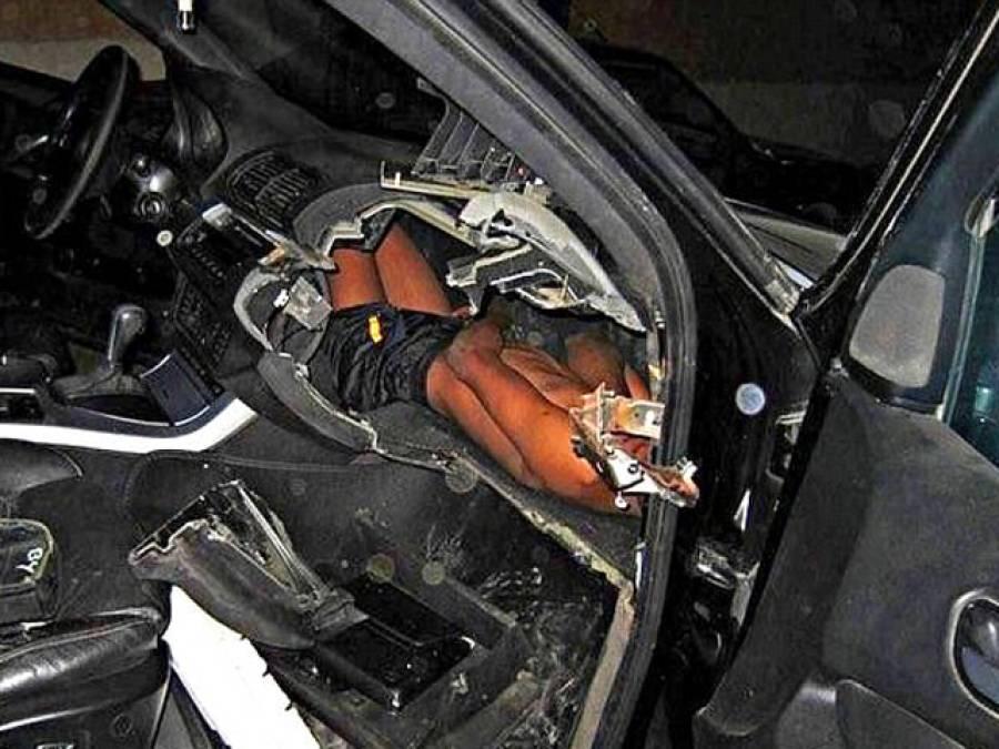 بارڈر پر گاڑی کی چیکنگ، اہلکاروں نے گاڑی کا ڈیش بورڈ کھولا تو اندر کیا تھا؟ دیکھتے ہی ہر کسی کے پیروں تلے زمین نکل گئی، ایسا منظر کسی نے زندگی میں نہ دیکھا تھا کہ۔۔۔