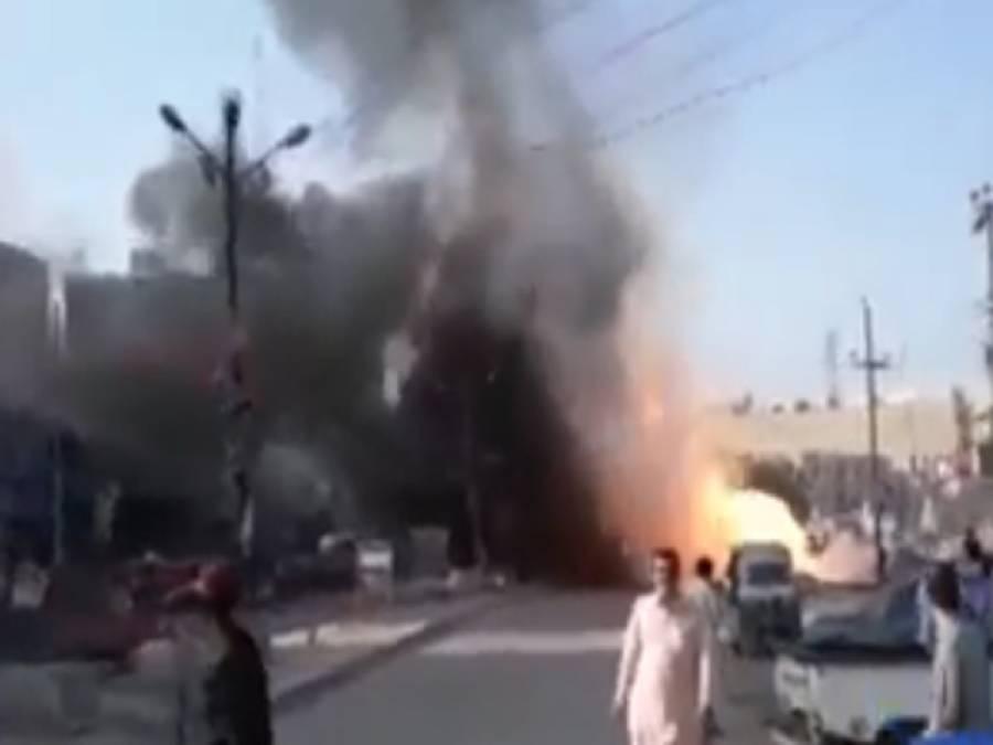 گیس پائپ لائن میں دھماکہ،4رکشے ، ایک گاڑی نظر آتش،12افراد جھلس گئے