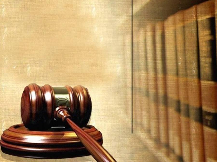 سول جج کی عدالت میں وکیل کا ہنگامہ، روسٹرم توڑ دیا، گالی گلوچ