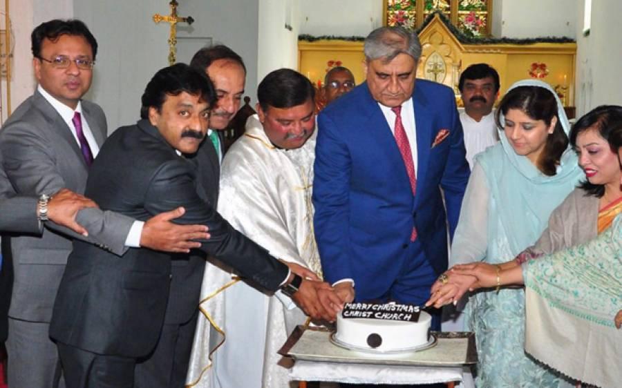 آرمی چیف کی کرائسٹ چرچ میں کرسمس کی تقریب میں شرکت، پاکستان میں بسنے والے مسیحیوں کو مبارکباد دی