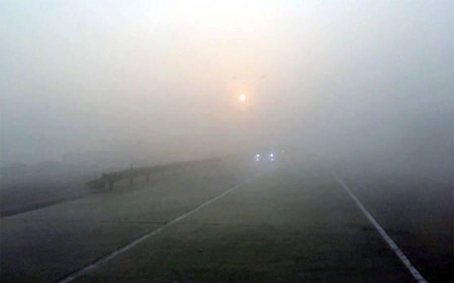 پنجاب کے مختلف علاقوں میں دھند ، موٹر وے مختلف مقامات پر بند