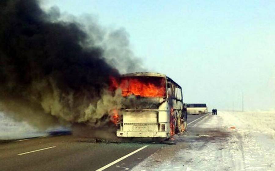 قازقستان میں چلتی بس میں آگ بھڑک اٹھی، 52 مزدور زندہ جل گئے