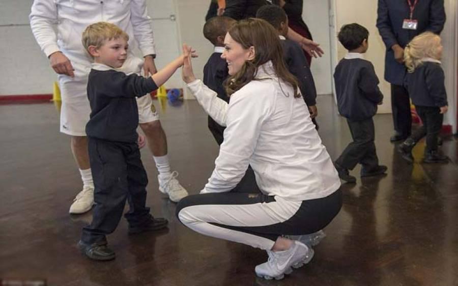 کیٹ مڈلٹن کا سکول وہسپتال کا دورہ،بچوں میں گھل مل گئیں