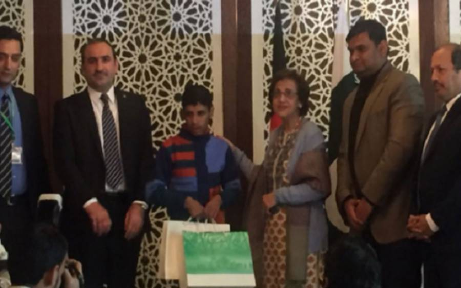 پاکستان نے افغان لڑکے کو اہل خانہ سے ملا دیا ، افغانستان میں امن و استحکام خطے میں امن کی ضمانت ہے: سیکرٹری خارجہ