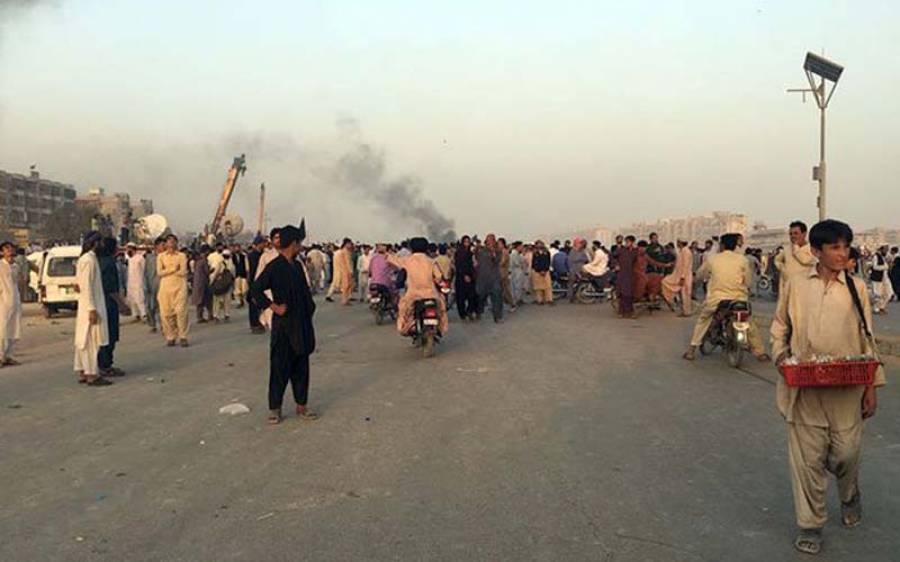 نقیب اللہ کی پولیس مقابلے میں ہلاکت،کراچی کے سہراب گوٹھ پر احتجاج جاری