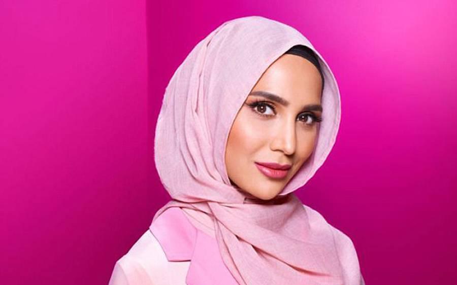 'یہ بات غلط ہے کہ جو لڑکیاں حجاب کرتی ہیں انہیں اپنے جسم کے اس حصے کی فکر نہیں ہوتی' معروف کمپنی نے تاریخ کی انوکھی ترین اشتہاری مہم شروع کردی