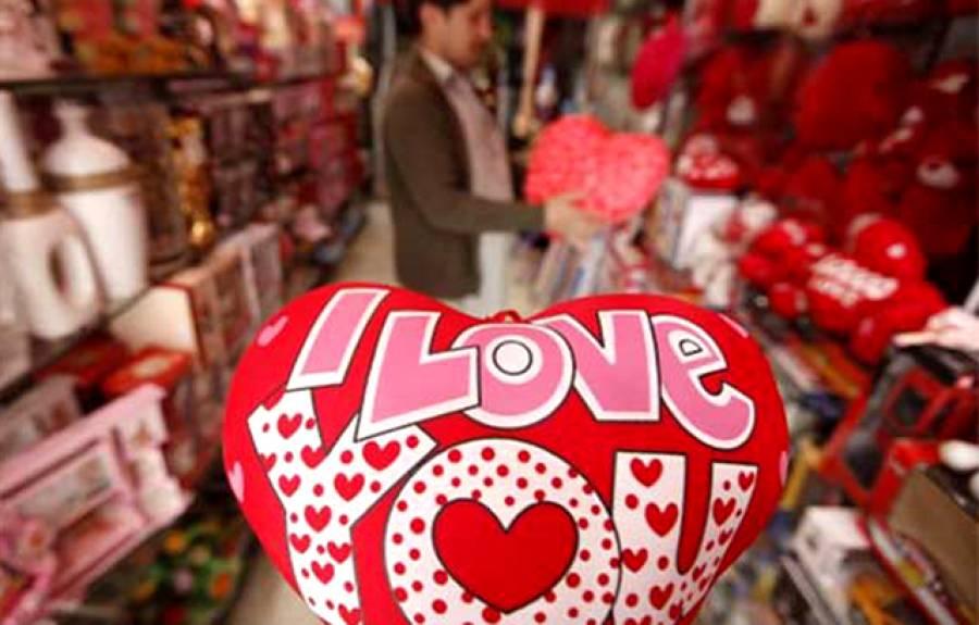 """ویلنٹائن ڈے پر محبت """"منانے"""" والے جوڑے ہوشیار ہو جائیں، حکومت نے ایسا فیصلہ کر لیا کہ جان کر آپ 14 فروری کو گھر سے باہر ہی نہیں نکلیں گے"""
