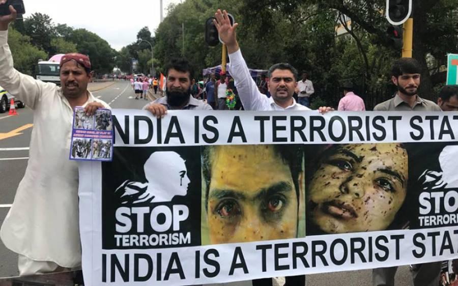 کیپ ٹاﺅن، بھارت اور جنوبی افریقہ کے مابین ون ڈے کرکٹ میچ سے قبل پاکستانی کمیونٹی کا کشمیریوں کے حق میں مظاہرہ