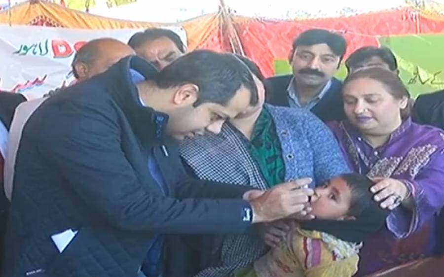 ڈپٹی کمشنر لاہور سمیراحمد سید نے بچوں کو پولیو کے قطرے پلا کر شہر میں پانچ روزہ انسداد پولیو مہم کا آغاز کر دیا
