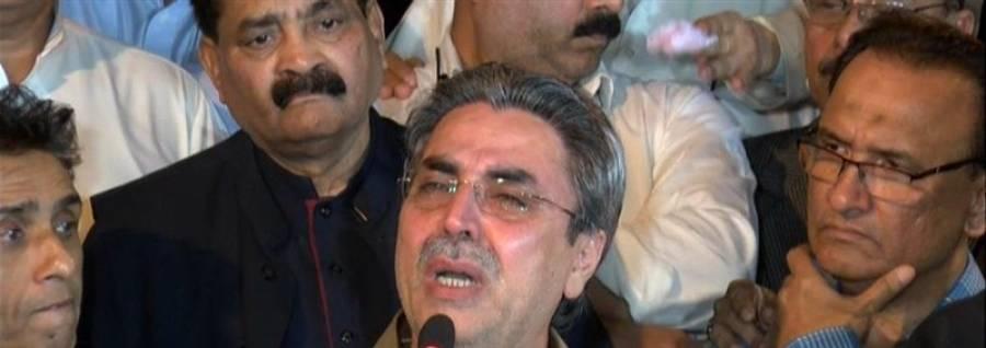رابطہ کمیٹی کی فاروق ستار کومنانے کی کوششیں جاری ،عامر خان پریس کانفرنس کے دوران آبدیدہ