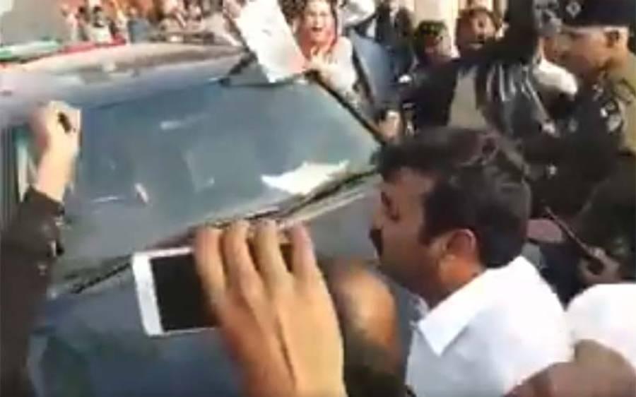 فردوس عاشق اعوان گزشتہ روز جب لودھراں میں پی ٹی آئی کے جلسے میں پہنچی تو لوگوں کے ہجوم نے ایسا نعرہ لگا دیا کہ جان کر عمران خان بھی دنگ رہ جائیں گے