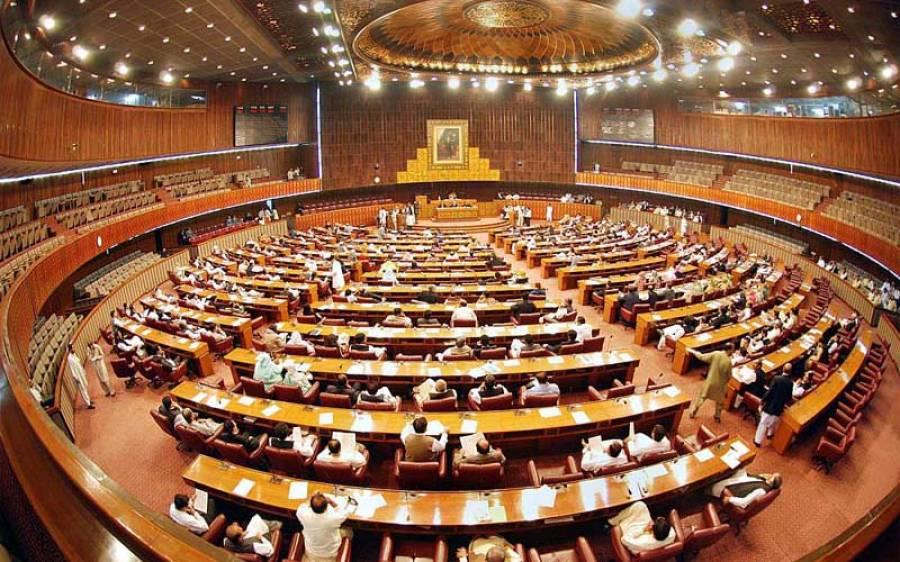 قومی اسمبلی، ڈپٹی سپیکر اور محمد عامر ڈوگر کے درمیان شدید جھڑپ
