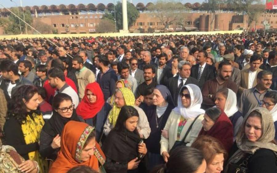دنیا کی وہ مقدس ترین جگہ جہاں مرد و عورتیں اکٹھے نماز جنازہ پڑھتے ہیں۔۔۔۔۔
