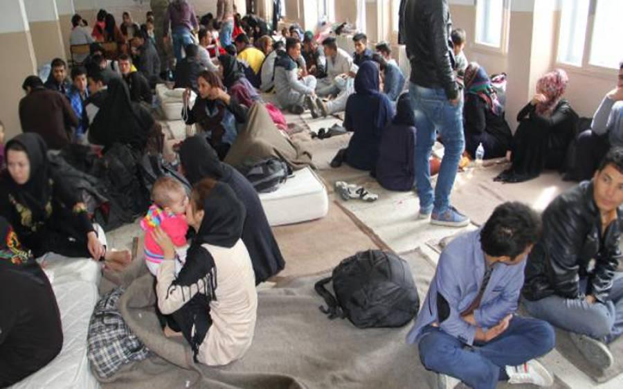 غیر قانونی داخلے پر بیرون ممالک سے 3 سال میں 90 ہزار 838 پاکستانیوں کو واپس بھجوایا گیا : وزیر داخلہ