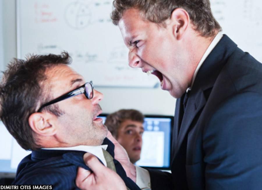 مالک نے میلے کچیلے ملازم کو ایسی خوفناک سزا دینے کا فیصلہ کرلیاجو اس سے پہلے کسی نے سنی نہ ہوگی
