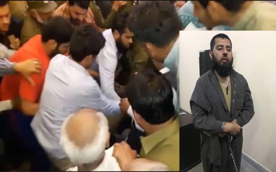 خواجہ آصف پر سیاہی پھینکنے والے آدمی کے ساتھ اس کے بعد کیا کیا گیا؟ ایسی ویڈیو سامنے آگئی کہ آئندہ کوئی بھی ایسا کرنے سے پہلے بار بار سوچے گا