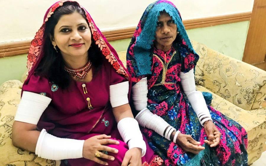 پاکستان کی نومنتخب سینیٹر کرشنا کماری شادی شدہ ہیں یا کنواری، اس تصویر نے معمہ حل کردیا وہ بات جو شاید آپ کو معلوم نہیں