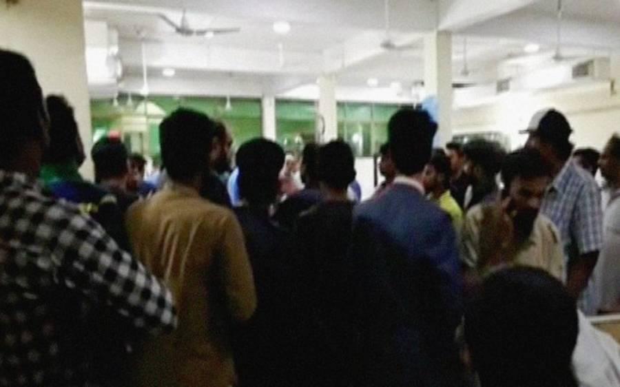 لاہور:کیولری گراؤنڈ میں تیز رفتار گاڑیوں کی ٹکر، 2 نوجوان جاں بحق