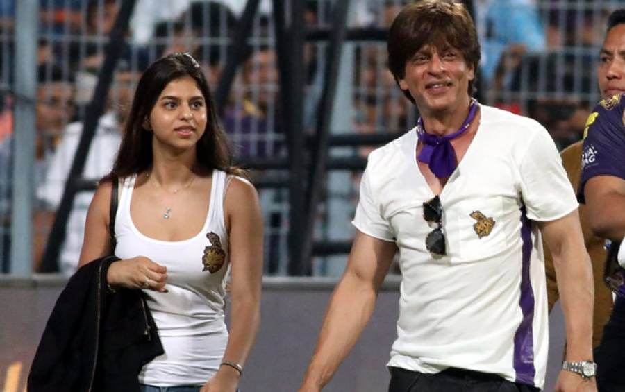 سہانا خان میچ دیکھنے سٹیڈیم آئیں تو لوگ میچ کیساتھ ساتھ شاہ رخ خان کو بھی بھول گئے، سہانا خان نے کیا پہن رکھا تھا اور وہ کیسی لگ رہی تھیں؟ سوشل میڈیا پر دھوم مچ گئی