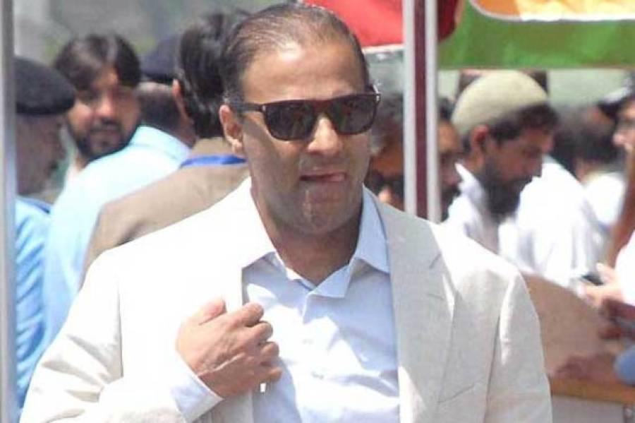 عمران خان نواز شریف پر جادوکراتے ہیں: عابد شیر علی